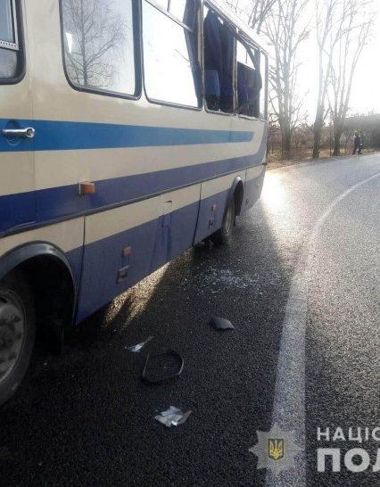 На Мукачівщині рейсовий автобус зіштовхувся з вантажівкою. Є травмовані