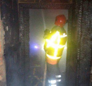 У Хусті під час пожежі вогнеборці врятували власника будинку (фото)