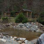 Для туристів лісівники Міжгірщини облаштували новенькі місця рекреації