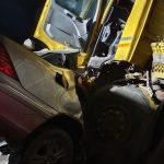 """Рятувальники """"вирізали"""" з пошкодженого автомобіля тіло загиблого закарпатця (фото)"""