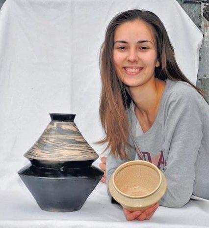 У юної ужгородської художниці-керамістки, якій нещодавно ампутували ногу, виявили метастази. Потрібна допомога