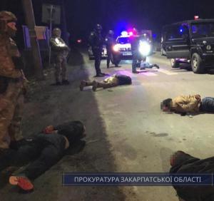 У ході спецоперації на Закарпатті затримано двох осіб, які спробували травмувати правоохоронців