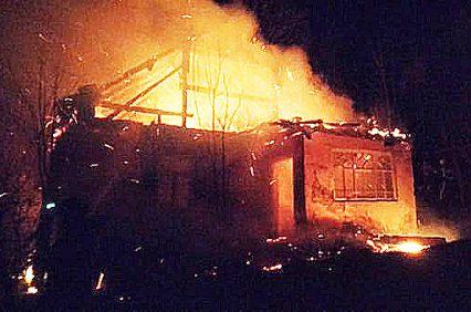 Через спалювання сухостою згорів житловий будинок, інший врятували вогнеборці