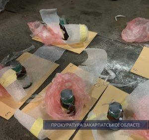 На Закарпатті прокуратура погодила підозру іноземцю, який контрабандою спробував вивезти з України близько 8 кг ртуті