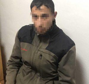 У Хусті судимий молодик напав і пограбував чоловіка з фізичними вадами