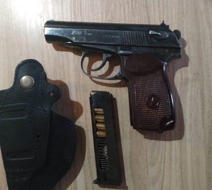 Приховану зброю виявили прикордонники у пунктах пропуску на Закарпатті (фото)