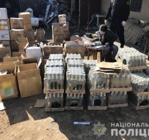 На Свалявщині правоохоронці вилучили партію фальсифікованого алкоголю (фото)