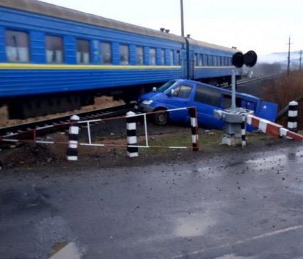 ДТП на залізничному переїзді в Хустському районі: є постраждалі