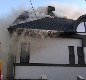 Хустські вогнеборці не допустили знищення вогнем новозбудованого житлового будинку (фото)