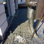 Зухвале пограбування: в центрі Ужгорода «металісти» пошкодили пам'ятник Ігнацу Рошковичу (фото)