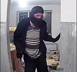 """У Мукачеві поліцейські викрили """"домушника"""" (відео)"""