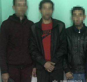 Поліцейські Мукачівщини «на гарячому» затримали групу серійних крадіїв (фото)