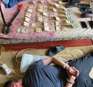На Закарпатті поліція затримала викрадача позашляховика та квартирного крадія в одній особі (фото)