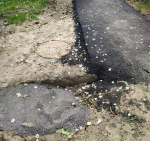 Гроші закатали в асфальт: неякісний ремонт доріг і тротуарів в Ужгороді триває (фото)