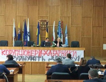 Вибори в Ужгороді: тиск на членів ТВК, підсудні кандидати і порушення виборчого законодавства (відео)