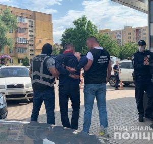 В Ужгороді правоохоронці затримали афериста, який перебував у міжнародному розшуку