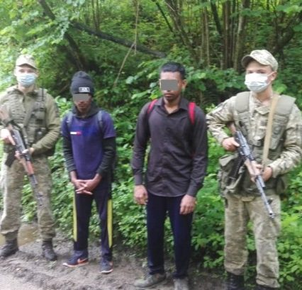 Двоє нелегалів затримали прикордонники відділу «Великий Березний»