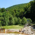 На Закарпатті лісівники облаштували єдиний в Україні гейзер мінералки (фото)
