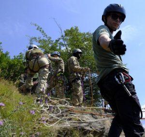 Закарпатські рятувальники ділилися досвідом з військовими як діяти в умовах гірської місцевості