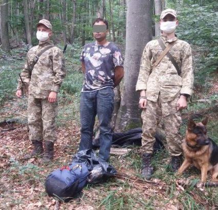 Закарпатські прикордонники затримали у лісі нелегала з Бангладеш