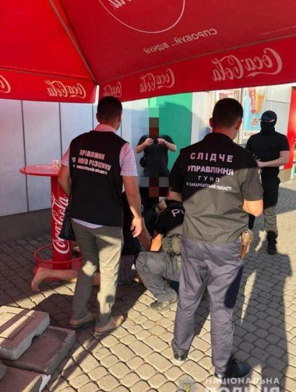 Вимагав неіснуючий борг: у Мукачеві поліція затримала жителя району