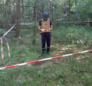 Ужгородець пішовши по гриби натрапив на смертоносну знахідку (фото)