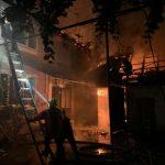 Хустські рятувальники ліквідували значну пожежу в житловому будинку