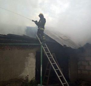Мукачівські рятувальники відбили у вогняної стихії два домогосподарства (фото)