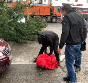 Під будівлею поліклініки МВС в Ужгороді затримали розшукуваного Інтерполом іноземця