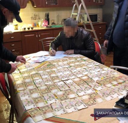 Організував злочинне угрупування і заволодів близько 650 тис. грн бюджетних коштів – прокуратура підозрює голову однієї з ОТГ Мукачівщини