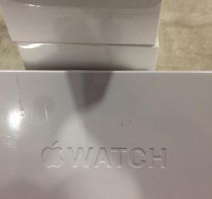 У легковику, що прямував в Україну, прикордонники знайшли приховані годинники «Apple»