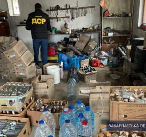 На Ужгородщині правоохоронці викрили підпільний цех із ймовірно фальсифікованими підакцизними товарами на понад 730 тис. грн.