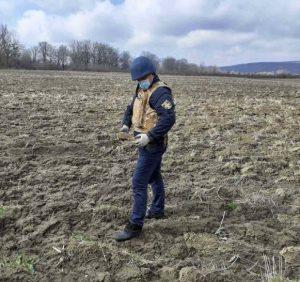 Закарпатські рятувальники продовжують вилучати вибухонебезпечні предмети