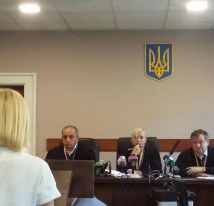 Коли не працюють суди і прокуратура: в Ужгороді громада вимагає звільнення корумпованої чиновниці