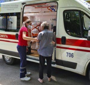 Мукачівські надзвичайники під час пожежі врятували власника квартири