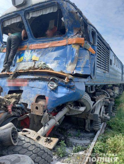Слідчі поліції Хустщини встановлюють обставини ДТП на залізничному переїзді